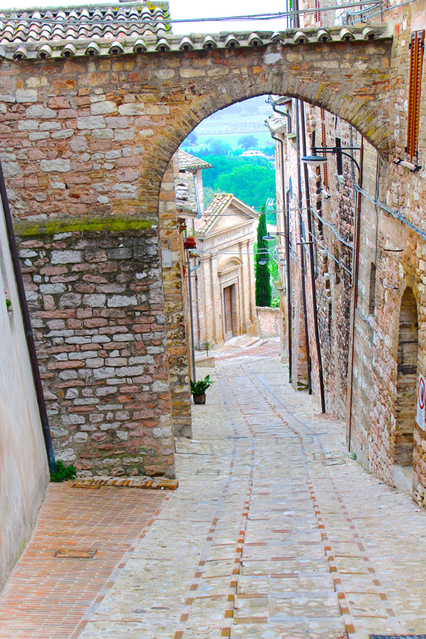 Spello-things-to-do-Arches-2