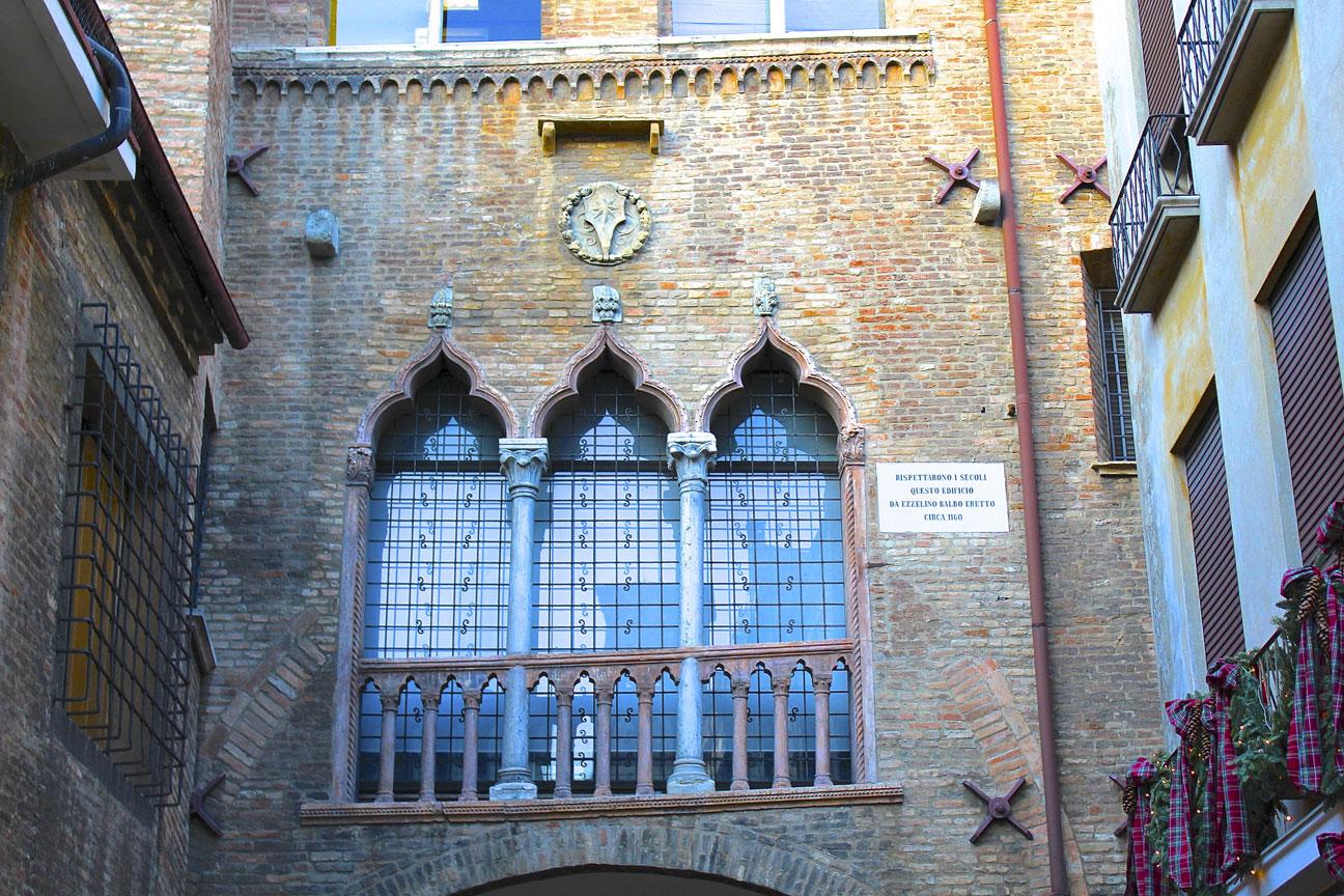 Things-to-do-in-Padua-Balconies 1
