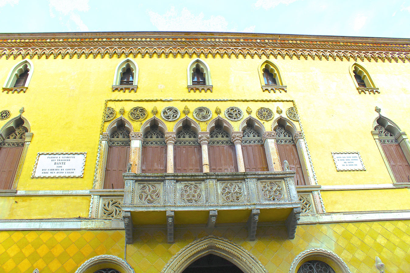 Things-to-do-in-Padua-Balconies 3